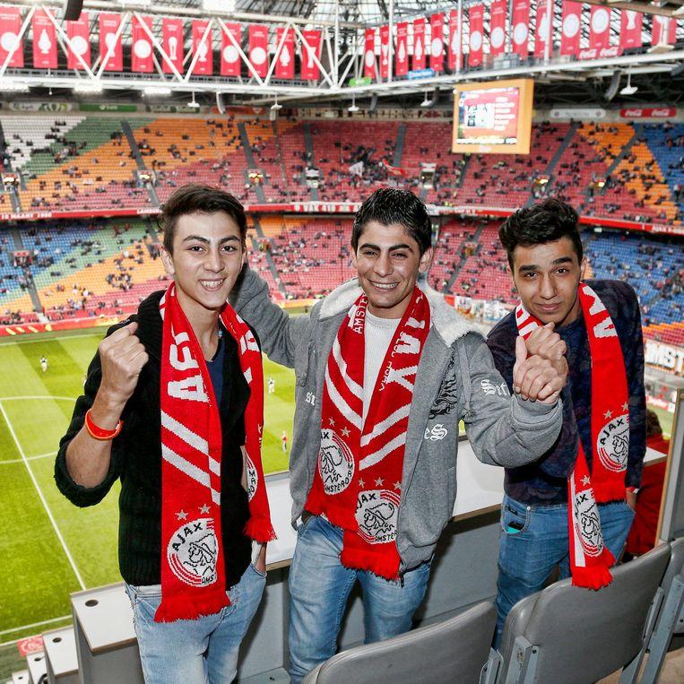 September 2015: de drie vrienden bezoeken een wedstrijd van Ajax in de Arena. Beeld Stanley Gontha