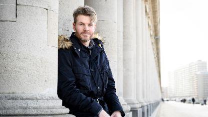 """Augustijn Vermandere brengt eerste plaat uit in West-Vlaams: """"Papa zingt wel over vaderschap, veel deed hij er toch niet voor"""""""