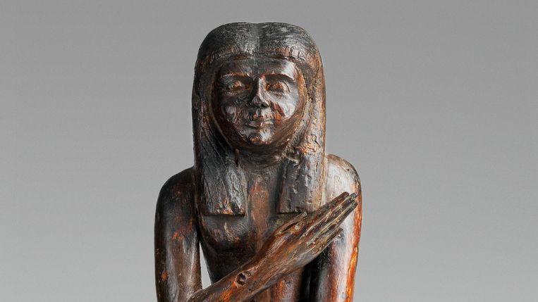 Dit zeldzame houten tempelbeeld, 70 cm hoog, zou in 1896 op een bazaar in Luxor zijn gekocht door een Keulse staalfabrikant. Deze familie heeft het nu verkocht aan het Allard Pierson Museum. Beeld Allard Pierson Museum