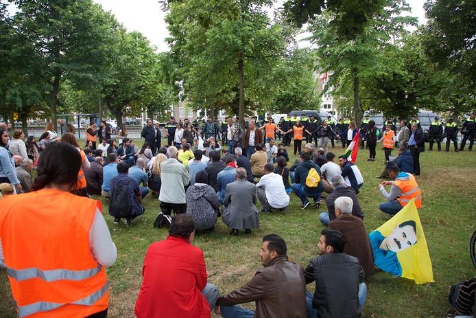 De nu opgepakte vrouw in Turkije was in het verleden aanwezig bij demonstraties van koerden, zoals hier in 2015 op het Malieveld in Den Haag
