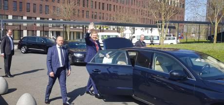 Koning Willem-Alexander bezoekt corona-afdeling Jeroen Bosch Ziekenhuis