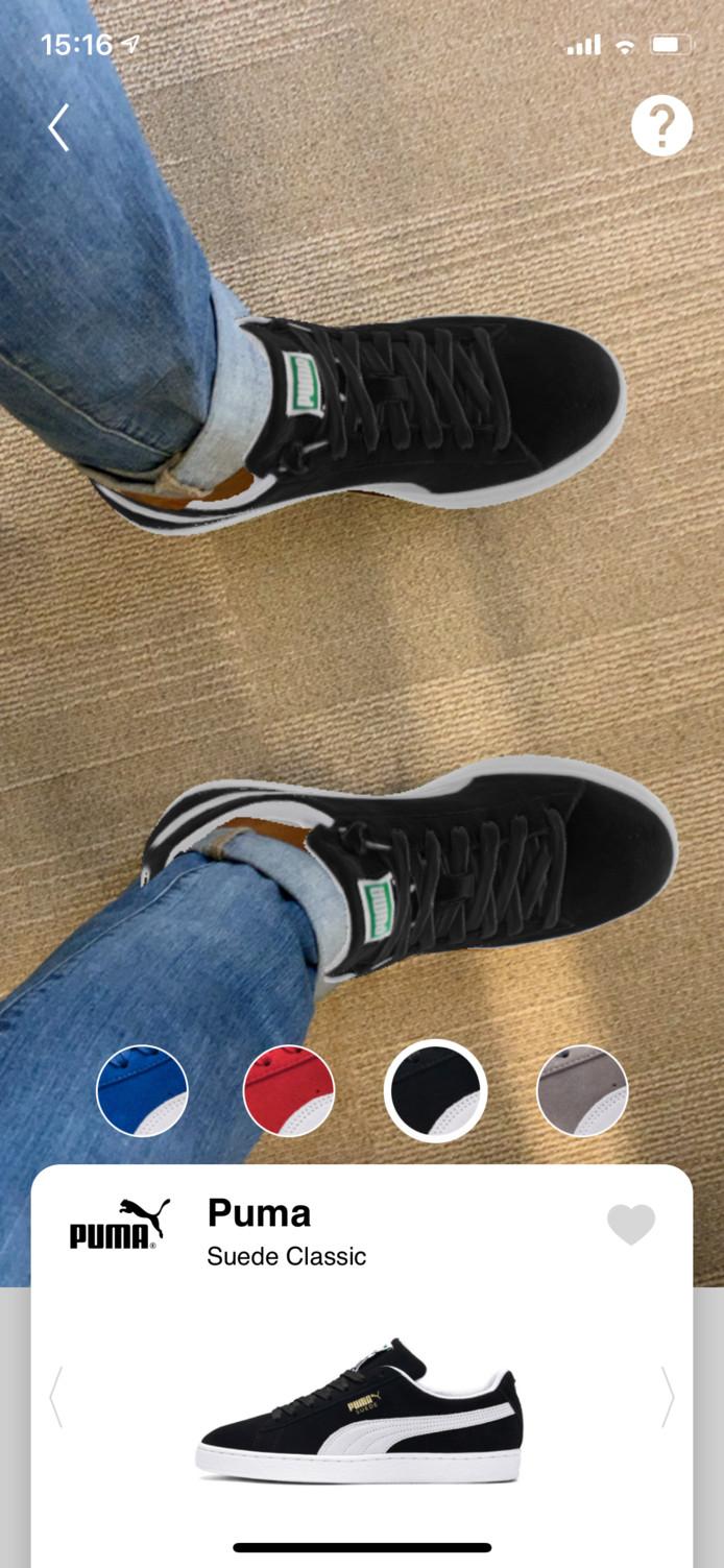 De redacteur mét AR schoenen. De Puma Suede Classic in dit geval.