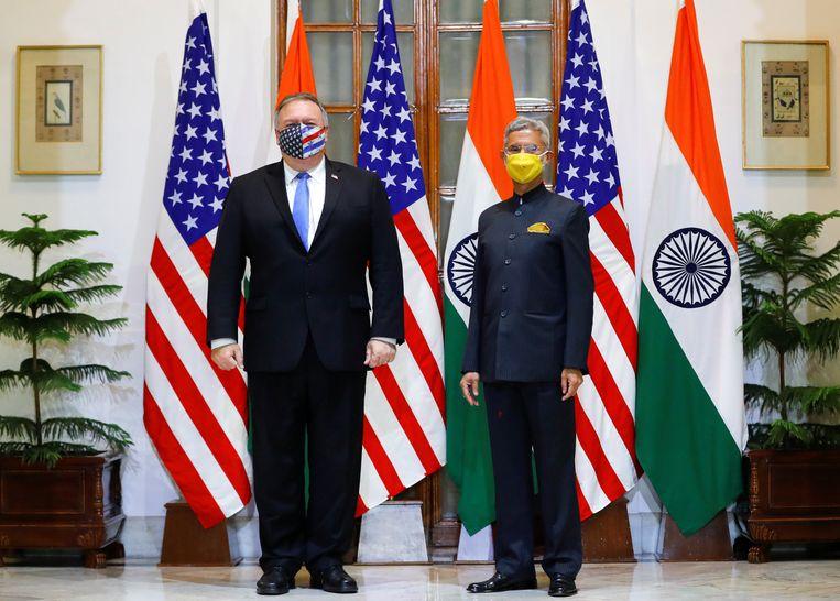 De Amerikaanse minister van Buitenlandse Zaken Mike Pompeo en de Indiase minister van Buitenlandse zaken, Subrahmanyam Jaishankar, tijdens het bezoek in India. Beeld REUTERS