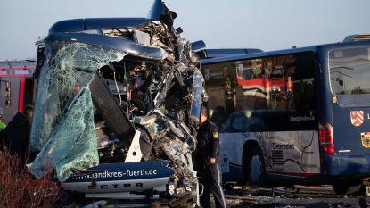 Schoolbussen botsen frontaal in Duitsland: verschillende kinderen zwaargewond