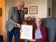 Piet Voorsluijs uit Gorinchem is al 75 jaar lid van Watersport Vereniging De Merwede