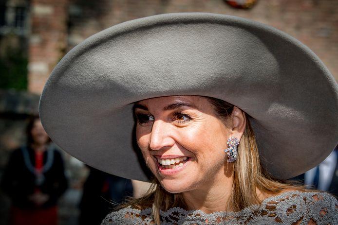 Koningin Máxima gaf vrijdagochtend in Museum Prinsenhof Delfthet startsein voor de tentoonstelling Verboden Porselein - Exclusief voor de keizer.  's Avonds opent ze het nieuwe hoofdkantoor van StudyPortals in Eindhoven.