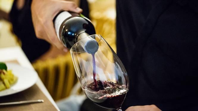 New Yorkse ober serveert zijn gasten per ongeluk peperdure wijn