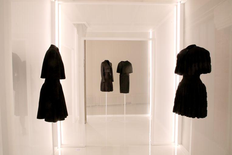 Het werk van Alaïa en Balenciaga, naast elkaar tentoongesteld op de Paris Fashion Week.  Beeld Getty