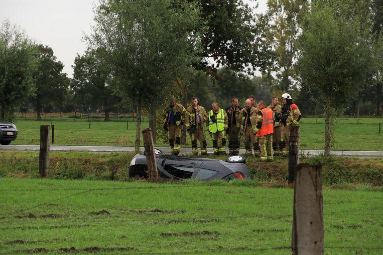De bestuurster van de wagen moest door de brandweer bevrijd worden.