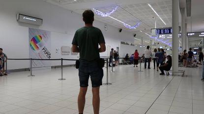 """""""One taxi for two lovebirds please"""": Arne ziet na meer dan twee maanden eindelijk zijn vriendin terug"""