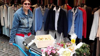 Nadia wint gevulde kruiwagen op markt