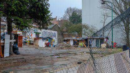 Sloppenwijk wordt opgeruimd: wilde illegale bezetting van privaat terrein nabij Noordstation eindelijk afgelopen