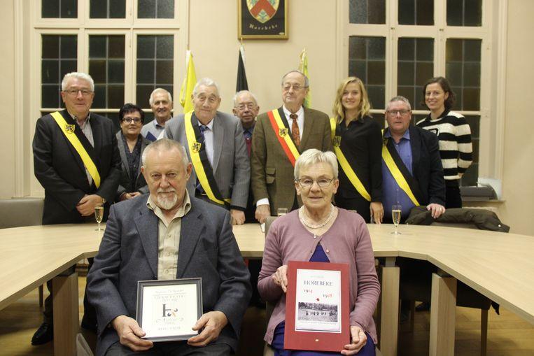 Regina De Rodder mocht in het gemeentehuis haar boek voorstellen.