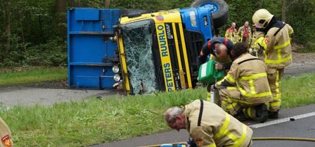 Voorbijgangers sleuren bewusteloze chauffeur (68) uit Ruurlo uit brandende truck