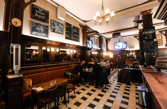 In Brussel moeten de cafés vanaf vanavond om 23 uur dicht.