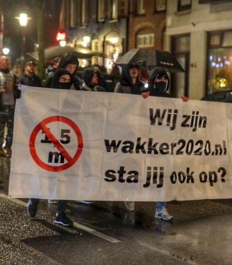 Demonstratie tegen de coronaregels in Zeist: 'Mondkapjes af!'