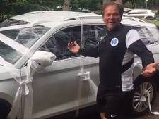 Voetbalhumor: Spelers De Graafschap pakken auto trainer De Jong in
