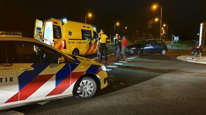 Een fietser raakte gewond bij een aanrijding op de kruising van de Broekheurne-ring met de Wesselerbrinklaan.