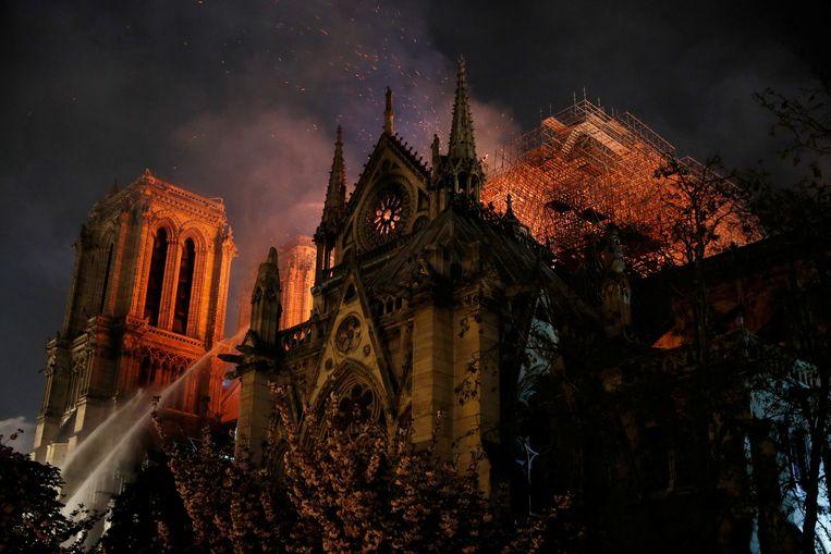 15 april 2019: morgen zaterdag is het dag op dag twee maanden geleden dat een brand de Notre-Dame gedeeltelijk verwoestte.