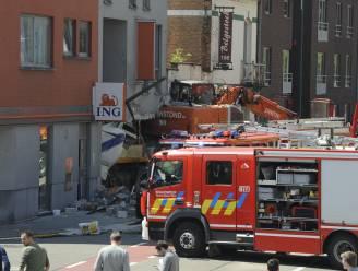 Truck ramt tiental auto's en bankkantoor in Kortenberg: peutermeisje (2) overleden, vader buiten levensgevaar