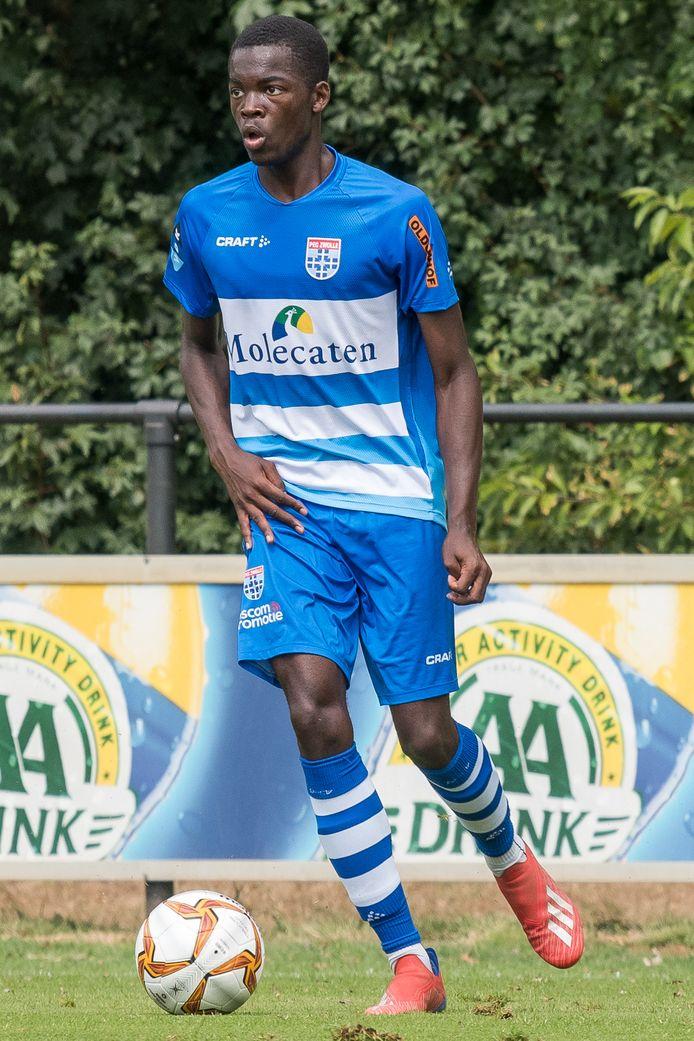 """Anthony Dekono maakte in oefenduels met Jong PEC indruk en gaat een driejarig contract signeren in Zwolle. ,,Ik ben heel positief over hem"""", zei beloftencoach Mark Looms al."""