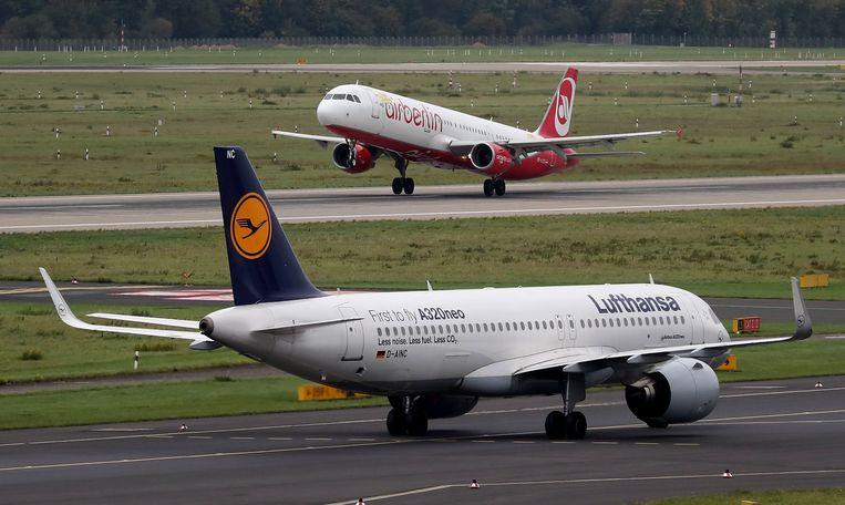 Air Berlin ging vorig jaar failliet, Lufthansa neemt een deel van het personeel, de toestellen en de aanvliegroutes over.