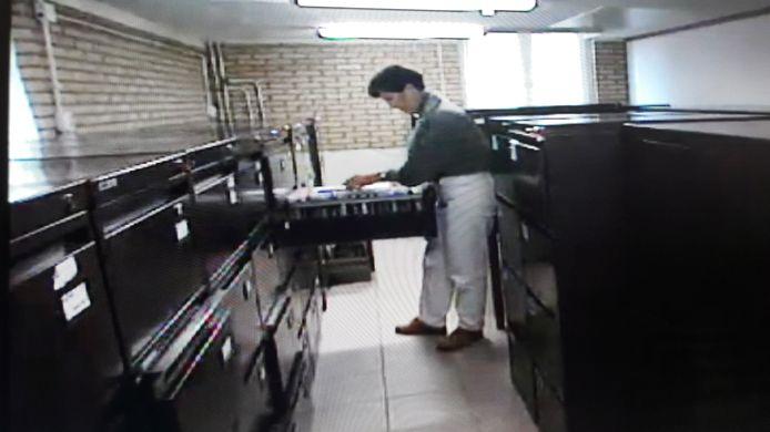 Beeld uit de documentaire Zwart Zaad over de vruchtbaarheidskliniek Centrum Blijdorp van Jan Karbaat.