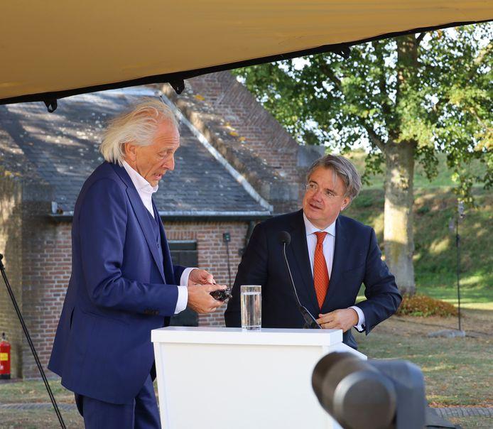 René  Bastiaanse (links) met de Hertog Jan en commissaris van de Koning Wim van de Donk.