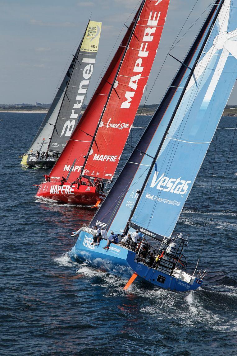 Deelnemers aan de Volvo Ocean Race op weg naar Scheveningen. Beeld getty