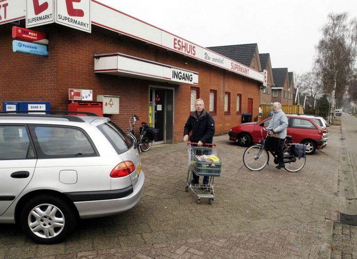 Voormalige supermarkt Eshuis in Aadorp onderwerp van discussie.