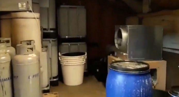 De Nederlandse politie heeft een video online gezet met daarin een rondleiding door het drugslab, zie onder.