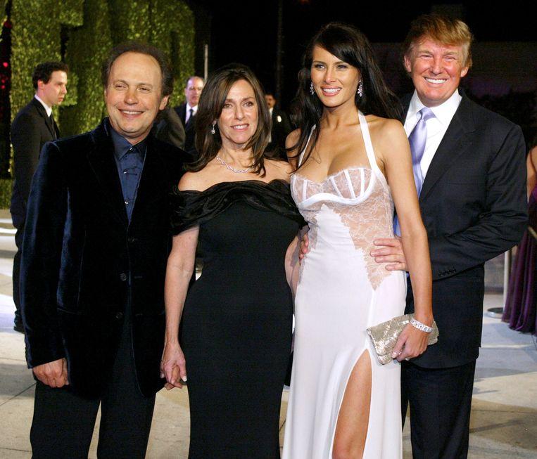 Billy Crystal, zijn vrouw Janice Goldfinger, Melania Knauss en - haar toen nog vriendje - Donald Trump begin 2004.