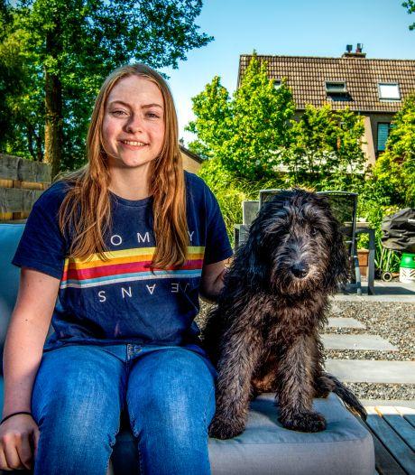 Nieuwkoopse Evi (17) over honden, corona en liefde: 'Ik heb een obsessie voor mopshonden'