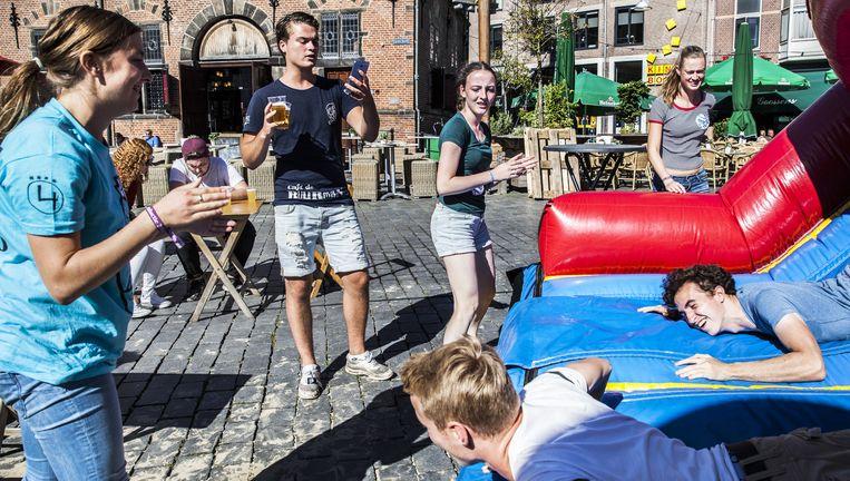 Stadsspelen voor de nieuwe studenten in Nijmegen. Beeld Aurélie Geurts