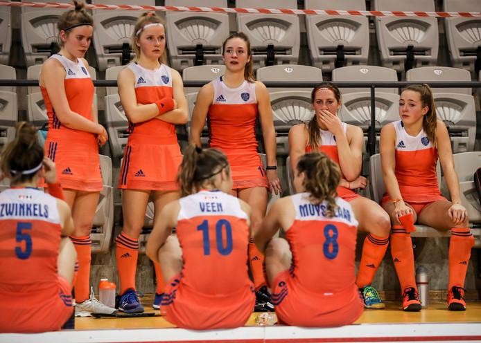 Verdriet bij de Nederlandse hockeysters na het verlies in de finale.