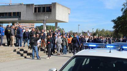 Politieprotest op trappen gerechtsgebouw