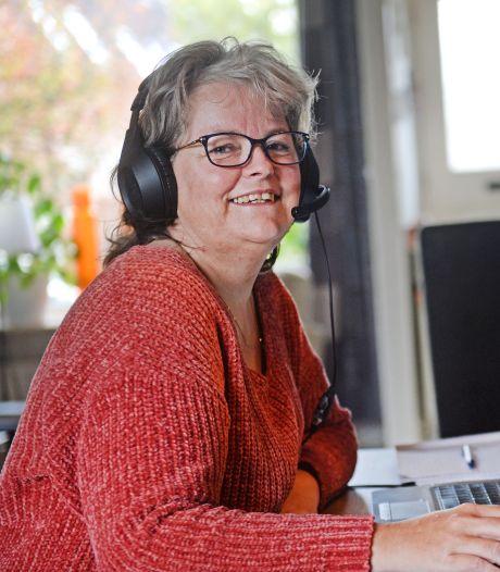 Hengelose vrijwilliger Diane helpt bij bron- en contactonderzoek GGD: 'Het is heel druk'