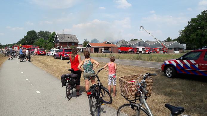 De brand bij Geesteren trok veel bekijks.