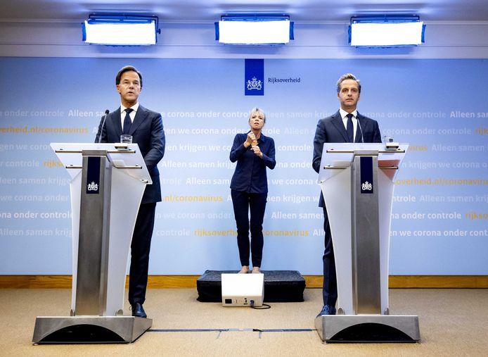 3,6 miljoen kijkers hebben vrijdagavond gekeken naar de persconferentie van premier Mark Rutte en en minister Hugo de Jonge van Volksgezondheid. Leraren waren onaangenaam verrast.