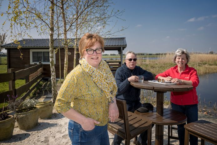 Natuurcamping Polderflora maakt zich gereed voor het paasweekeinde. Gasten willen naast de uitbundige natuur ook comfort willen, merkt eigenaresse Jeanette Dijkshoorn (52).