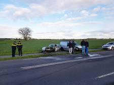 Auto's zwaar beschadigd door botsing in Appeltern