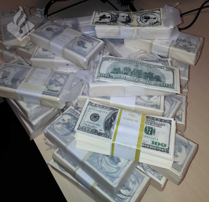 430.000 aan valse dollars, gevonden in het buitengebied bij Winterswijk.