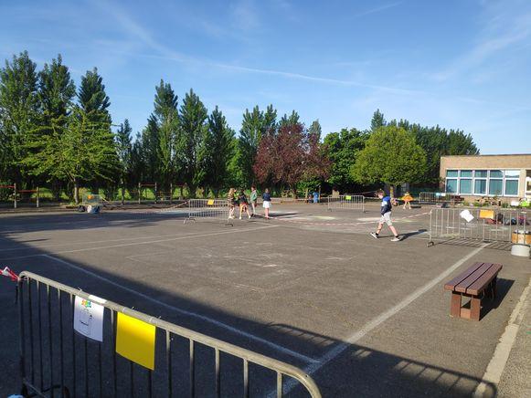 De speelplaats is onderverdeeld in verschillende zones.