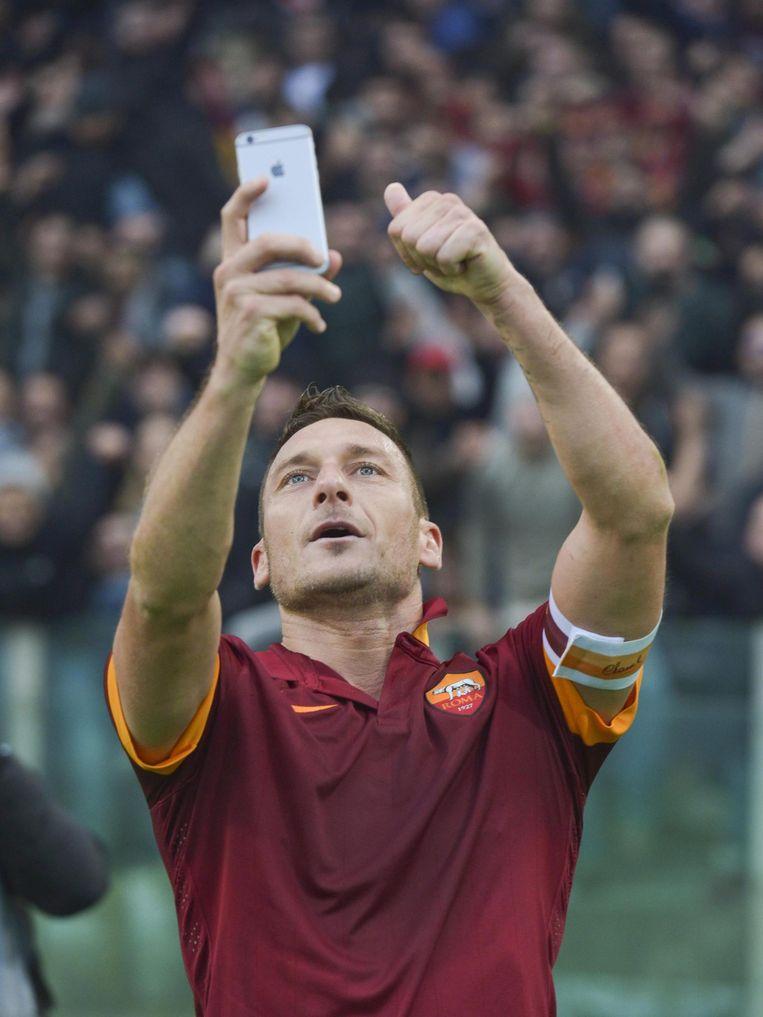 Francesco Totti (AS Roma) na de gelijkmaker tegen Lazio, 11 januari 2015... Beeld epa