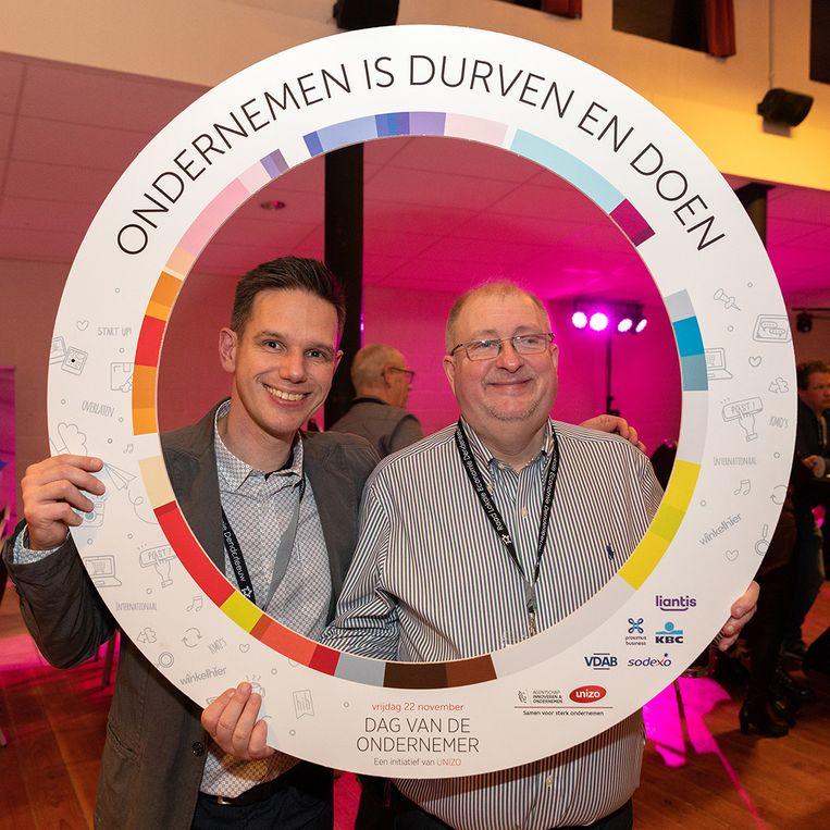 Dag van de Ondernemer in Denderleeuw - Yves Nevens, voorzitter van UNIZO Denderleeuw, en Kurt Van der Kelen, voorzitter van de Raad Lokale Economie.