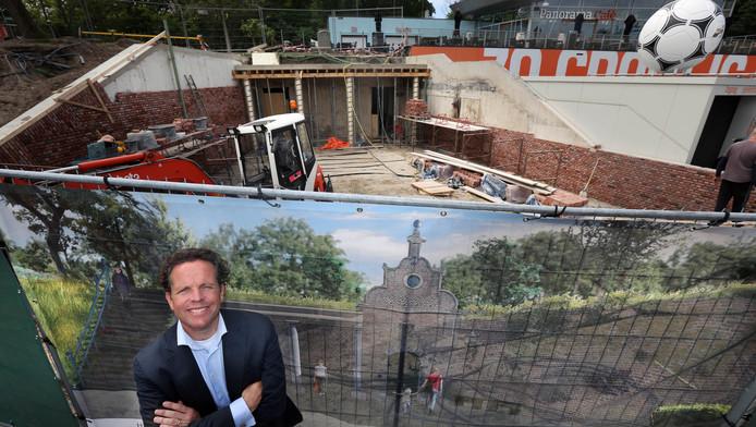 Madurodam-directeur Joris van Dijk bij de in aanbouw zijnde attractie Hof van Nederland.