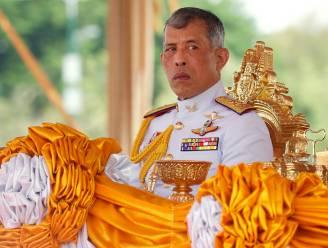 Nu hij tegenstanders weer massaal laat zoeken door politie: wie is Rama X, de Thaise vorst die steeds meer in ongenade valt?