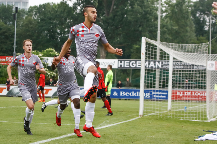 Kozakken Boys speler Ahmed El Azzouti viert een goal.
