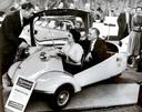 Een Nederlands koppel in de 'Koning der Scooters', een Messerschmitt Coupe