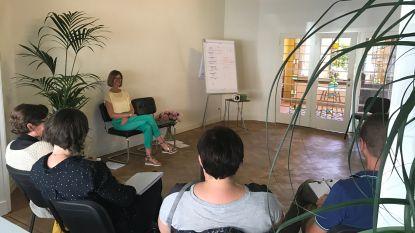 Therapeute Wendy Ceulemans leert mensen gelukkig te zijn